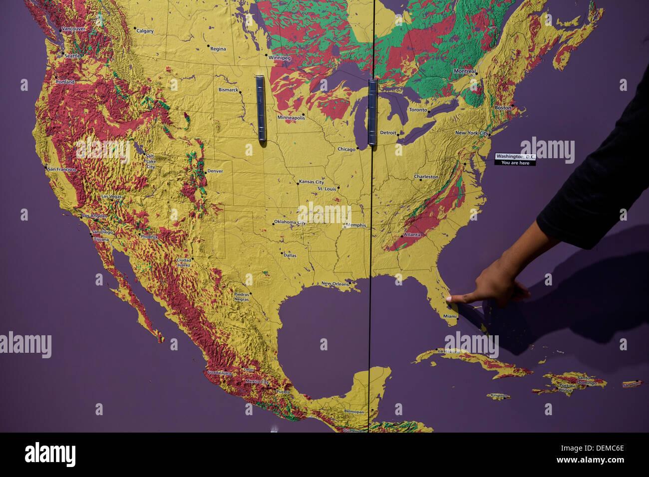 Florida Usa Map.Hand Pointing To Florida Usa Map Stock Photo 60684918 Alamy
