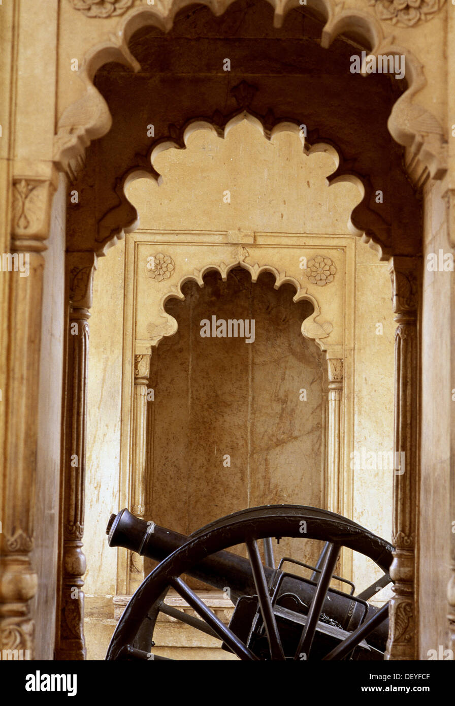 Old cannon, Udaipur, Rajasthan, India - Stock Image