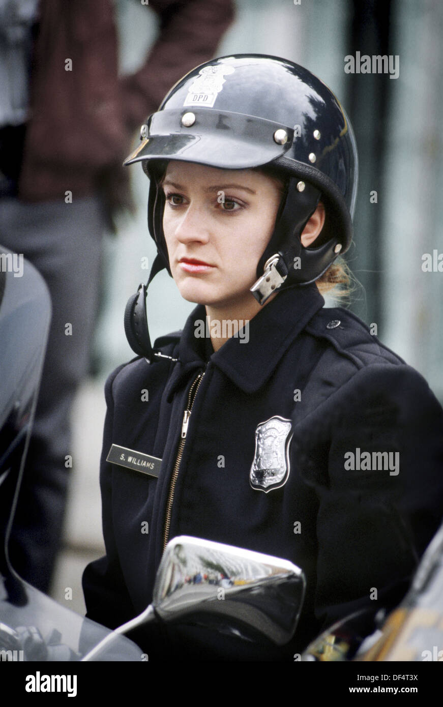 Homemade usa female police officer fucks her black nerd bf 6