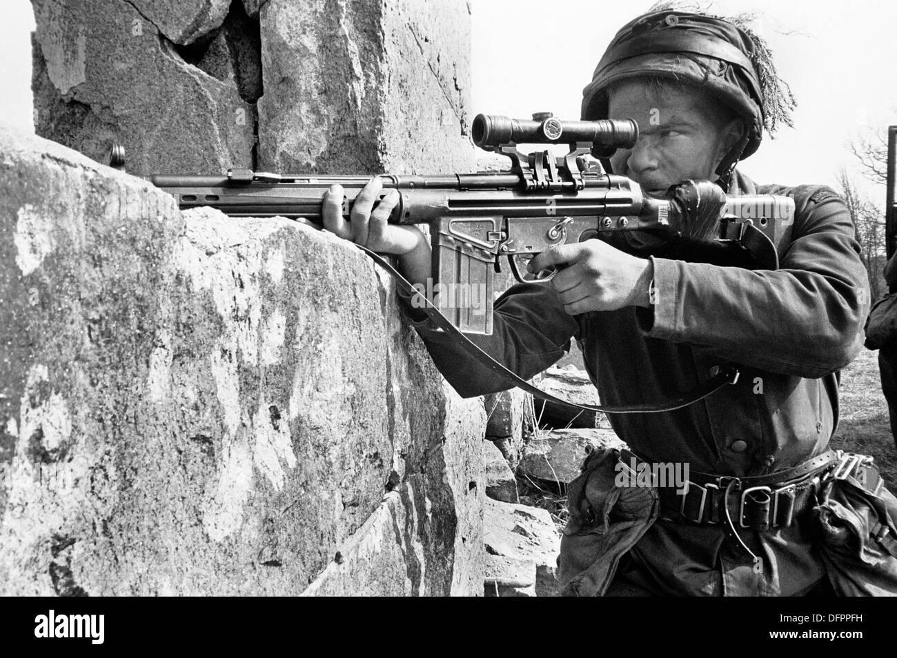 Swedish infantry soldier mid 1980s Swedish-conscript-soldiers-during-maneuvers-1988-k3-ranger-battalion-DFPPFH