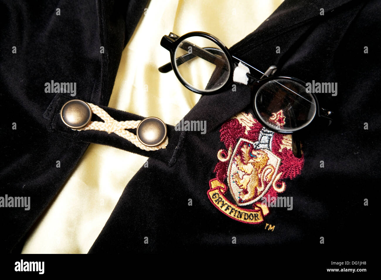 Harry Potter cape and spectacles - Stock Image