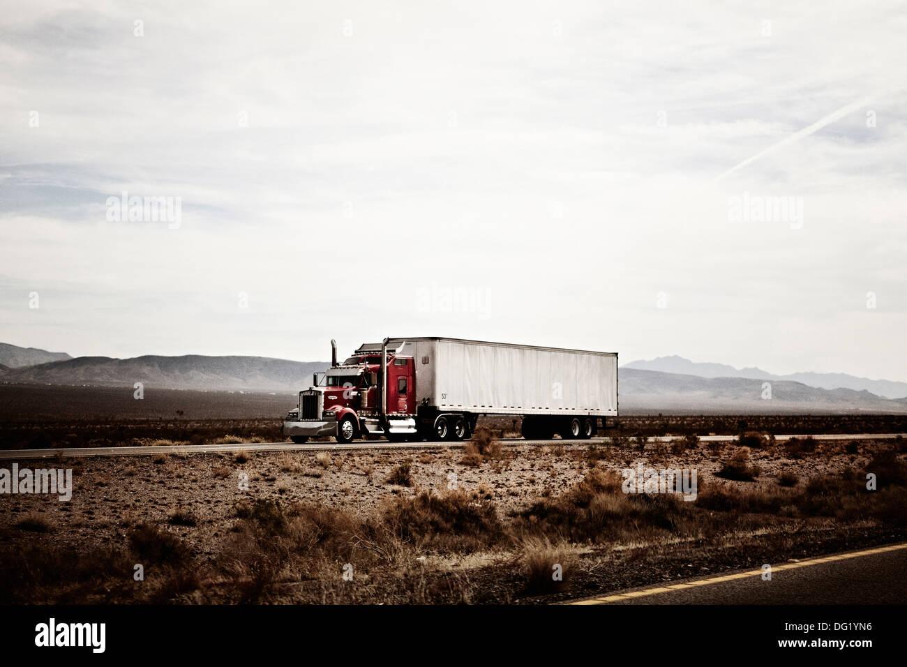 18-Wheel Truck on Desert Highway, Arizona, USA - Stock Image