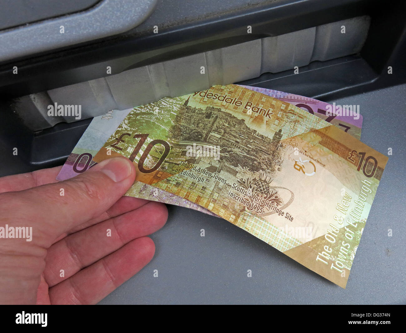 Clydesdale,bank,ATM,cash,dispensing,machine,Scotland,UK,scottish,independance,independence,soveregn,nation,SNP,national,party,money,monetary,union,issues,problems,problem,finance,financial,vote,voting,20,10,pounds,ten,twenty,note,banknotes,official,currency,gotonysmith legal tender retail,finger,fingers,Buy Pictures of,Buy Images Of