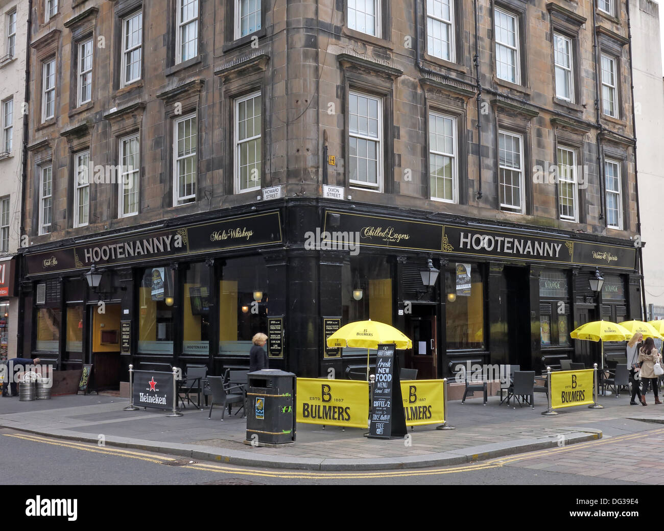Bulmers,beer,drinking,alcohol,40 Howard St,Glasgow,Glasgow City G1 4EE,Scotland,Scots,Hootenanny,pub,boozer,Howard,Street,city,centre,outside,exterior,seats,seating,cider,lager,traditional,Scottish,bars,pubs,old,building,tenement,food,drink,GoTonySmith