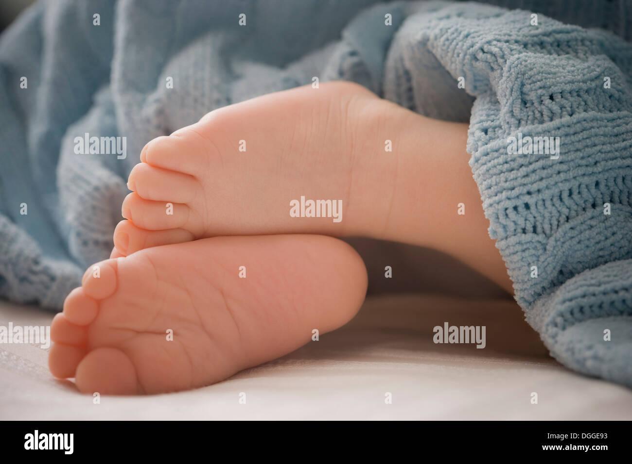 Baby boy 's feet, close up - Stock Image