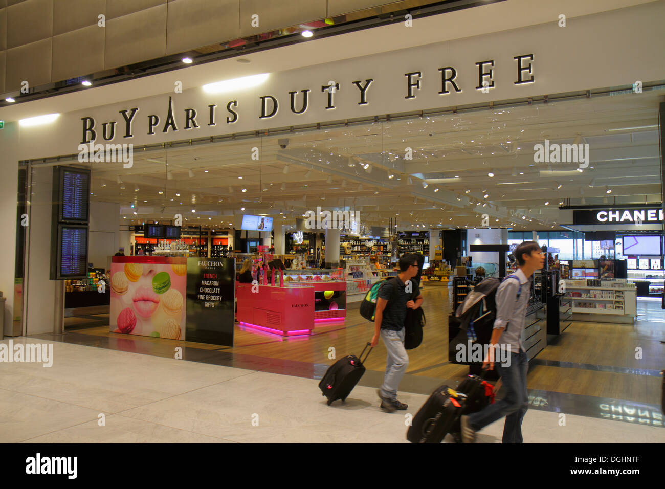 duty free shop airport from stock photos duty free shop airport from stock images alamy. Black Bedroom Furniture Sets. Home Design Ideas