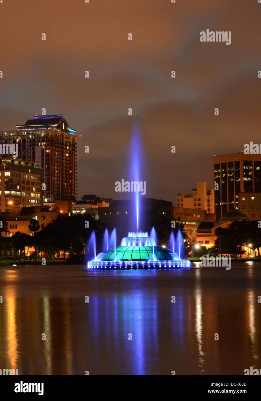Lake Eola and fountain with Orlando, Florida skyline at dusk. - Stock Image