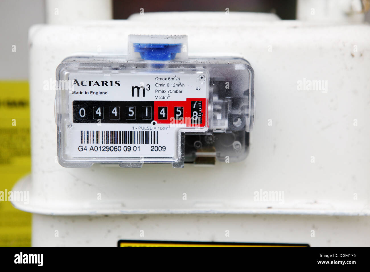 how to read car gas meter
