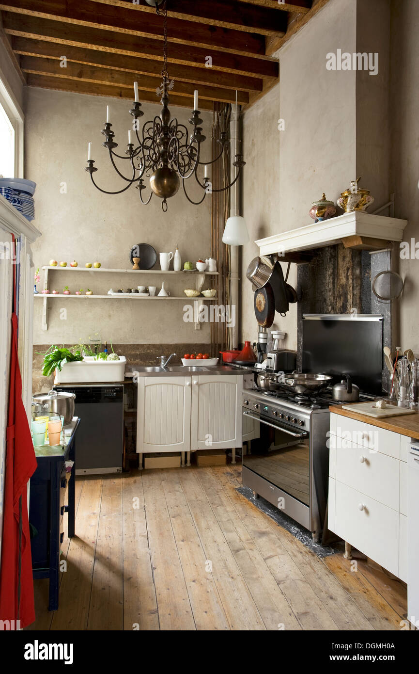 Old Fashioned Kitchen With Lime Washed Walls In Mid 19th Century Townhouse