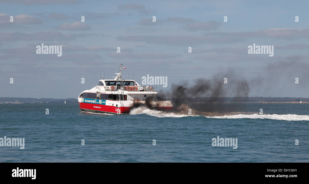 red-funnel-line-red-jet-4-passenger-ferry-leaving-cowes-trailing-exhaust-DH1GH1.jpg