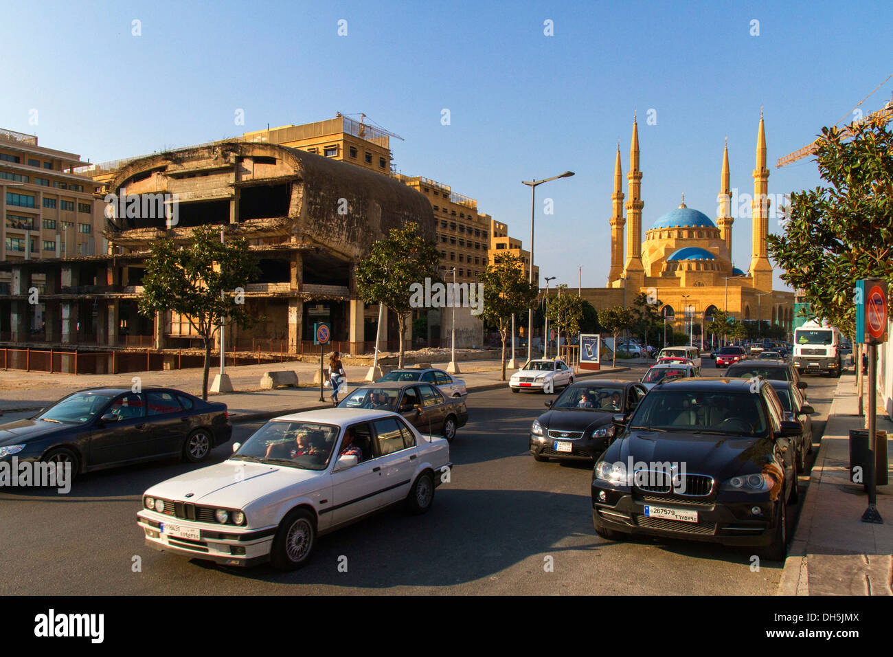 Ruins of Beirut City Center, Mohammed al-Amin Mosque at the rear, Beirut, Lebanon - Stock Image