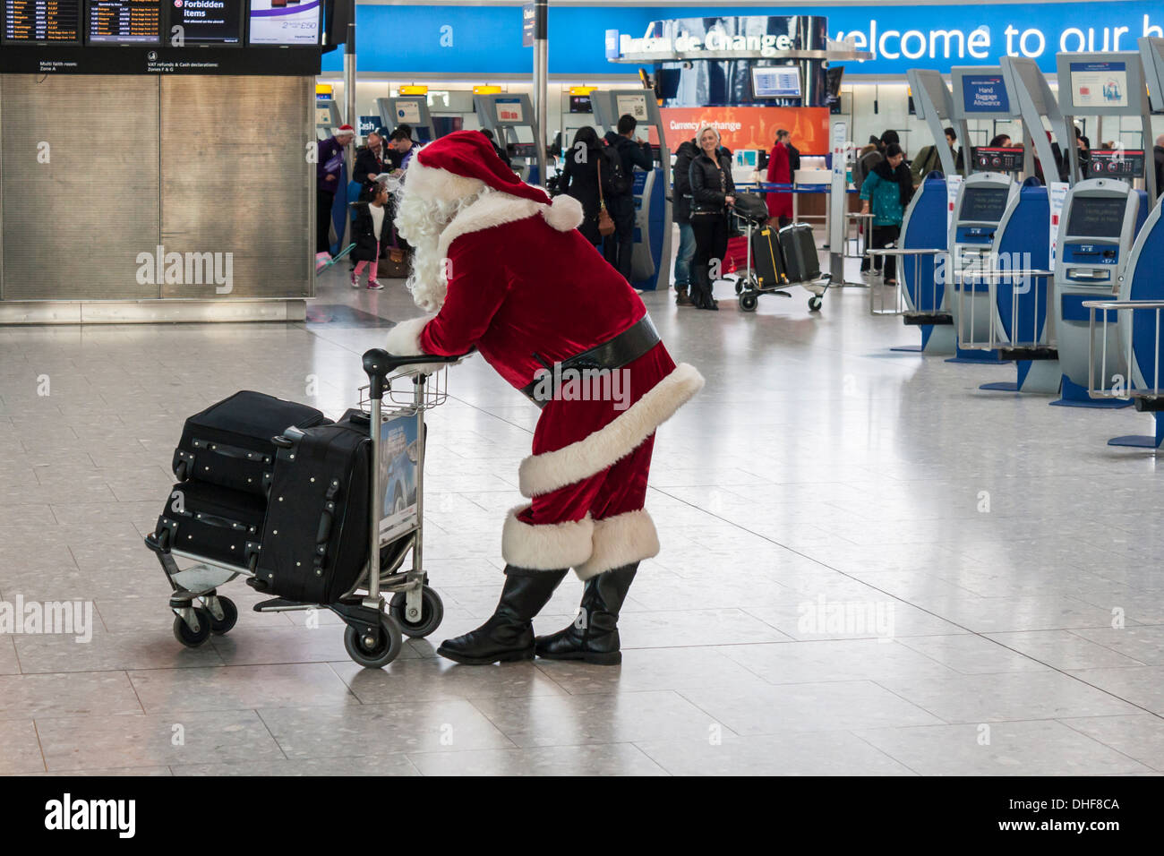 Father Christmas waits at T5 Heathrow Airport, London.  Christmas travel delays concept. Stock Photo
