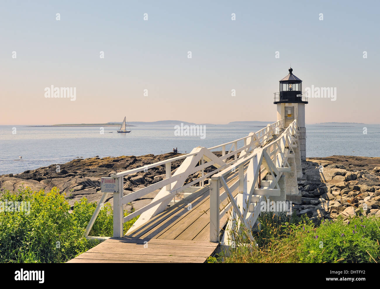 marshall-point-lighthouse-with-view-of-penobscot-bay-and-sailboat-DHTFY2.jpg