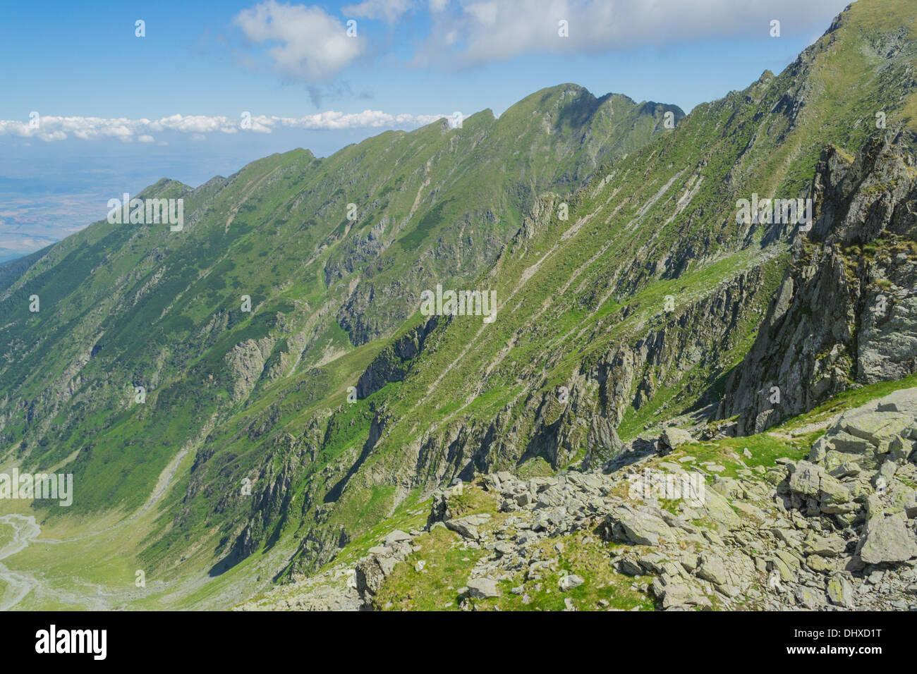 descend-trail-to-vistea-village-in-fagar