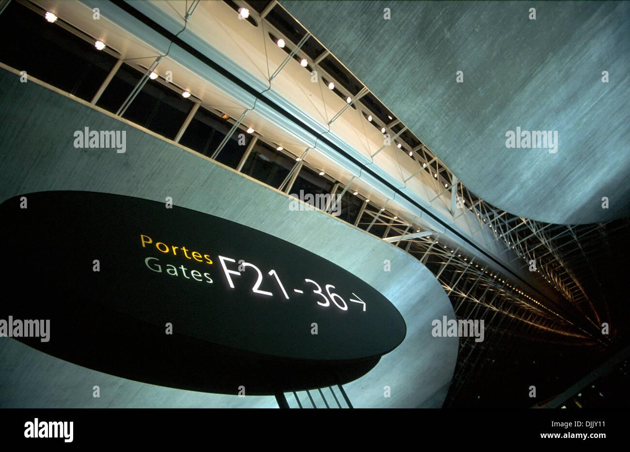 gates-f21-to-f36-in-paris-cdg-terminal-2f-having-a-concorde-shape-DJJY11.jpg