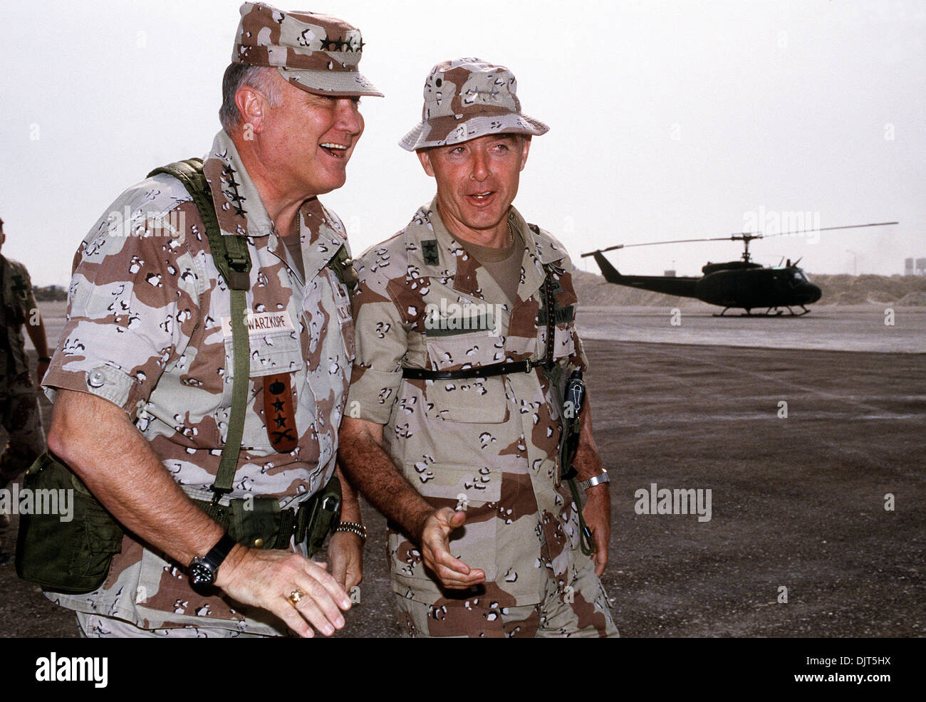 US Gen H. Norman Schwarzkopf, commander-in-chief of the Central Command talks with Maj. Gen. Barry McCaffrey, commanding - Stock Image