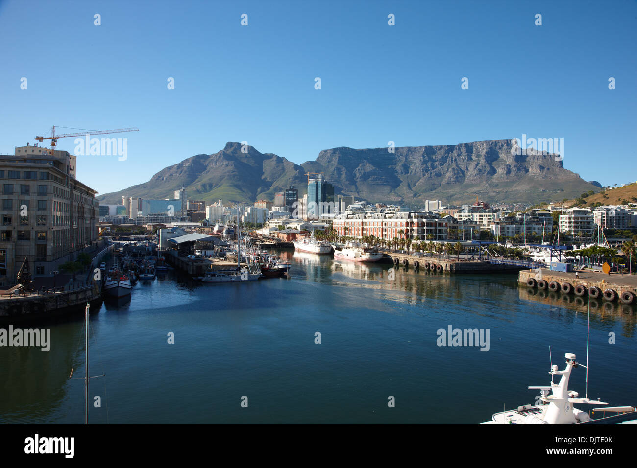 View of Table Mountain from The Victoria & Alfred (V&A) Waterfront in Cape Town - Stock Image