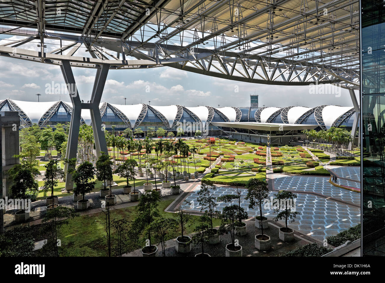 exterior-view-of-suvarnabhumi-airport-ba