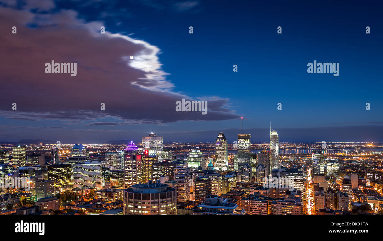 Aerial view of the Montreal skyline at night. - Stock Image