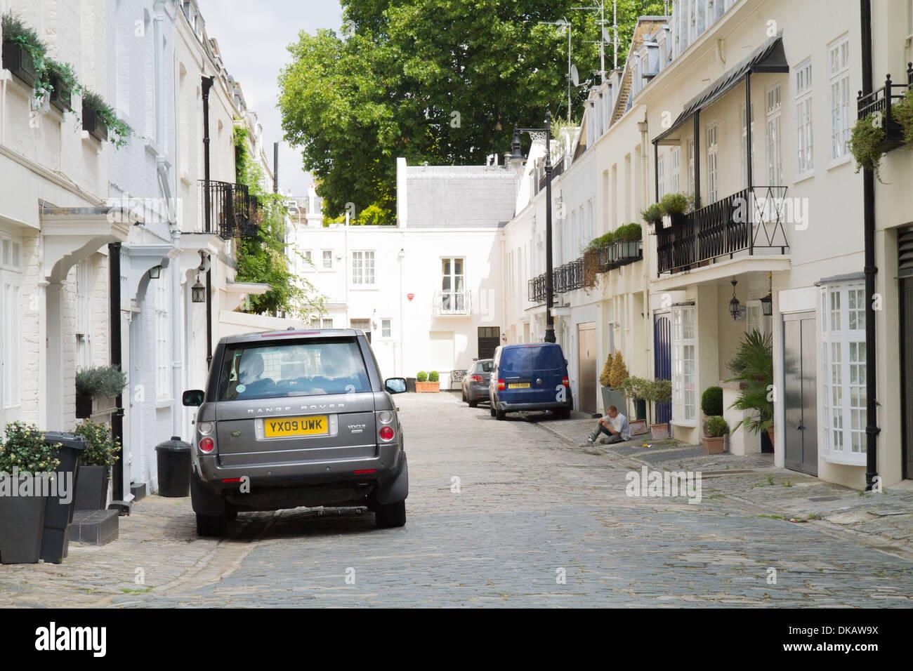 A wealthy terraced mews street in west London - Stock Image