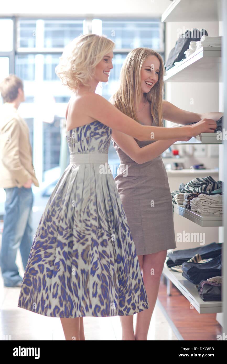 Young women shopping - Stock Image