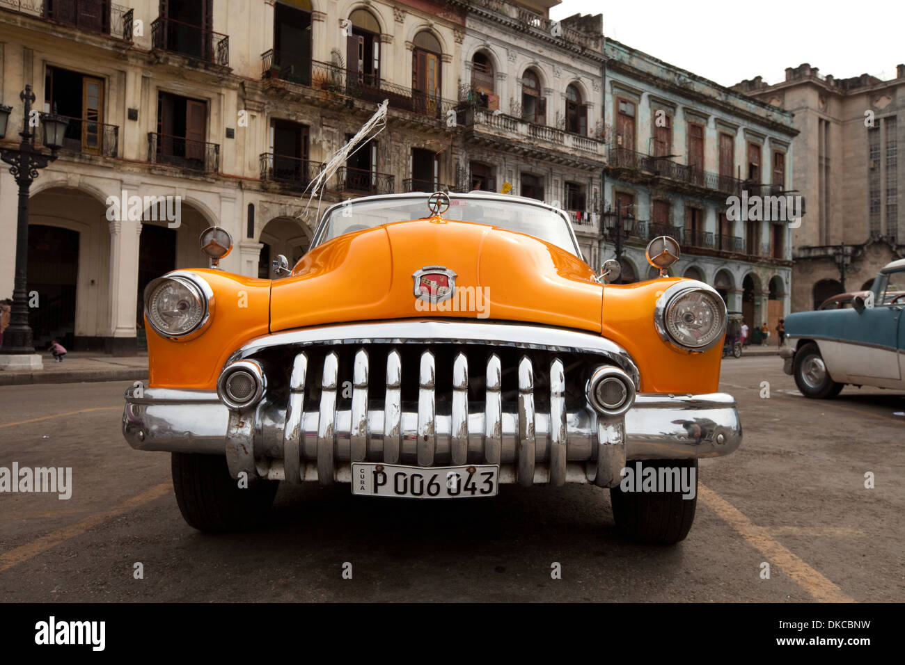 front-of-classic-old-american-vintage-car-havana-cuba-caribbean-DKCBNW.jpg