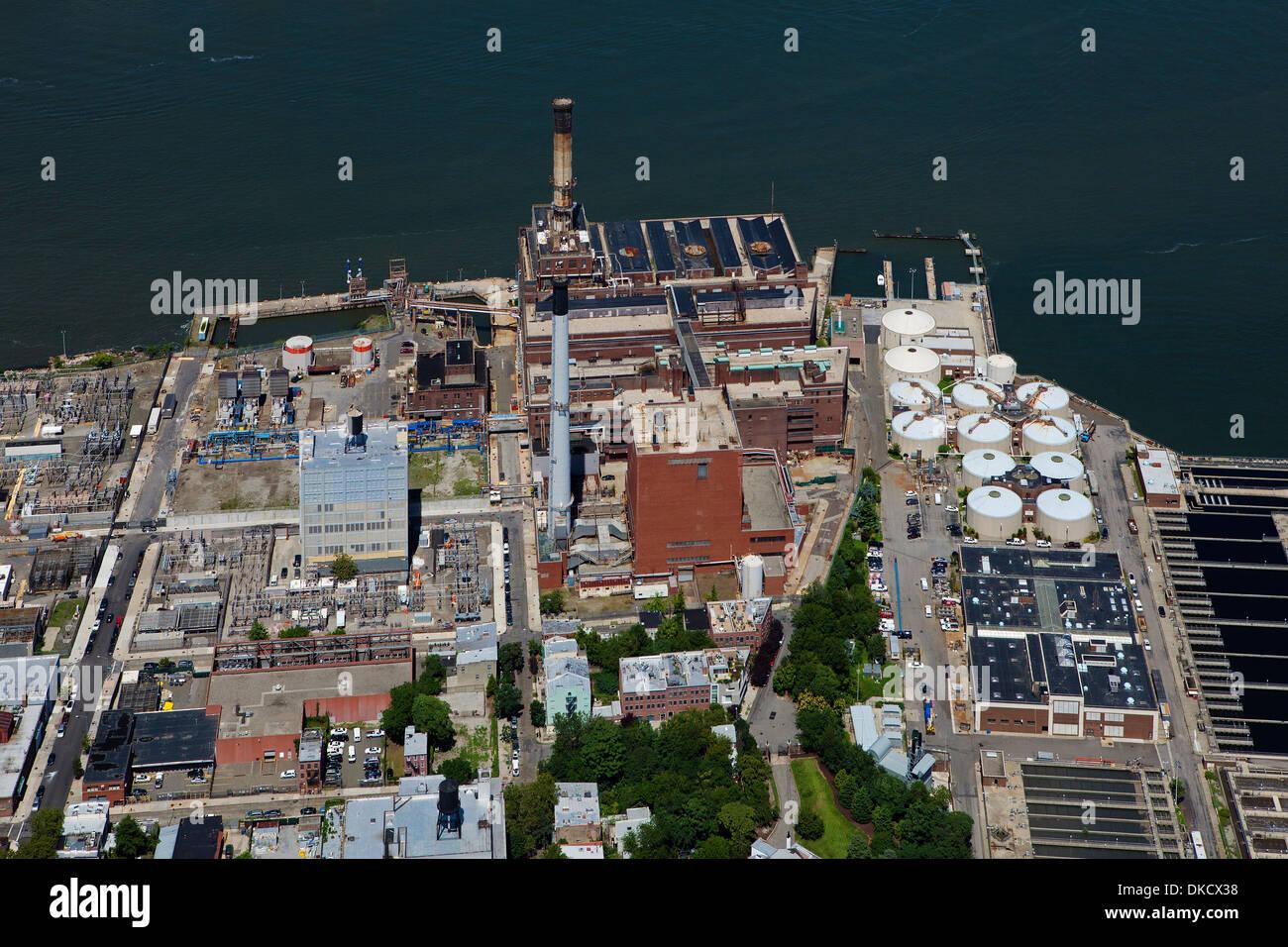 aerial photograph Brooklyn Navy Yard Cogeneration Facility, Brooklyn, New York - Stock Image