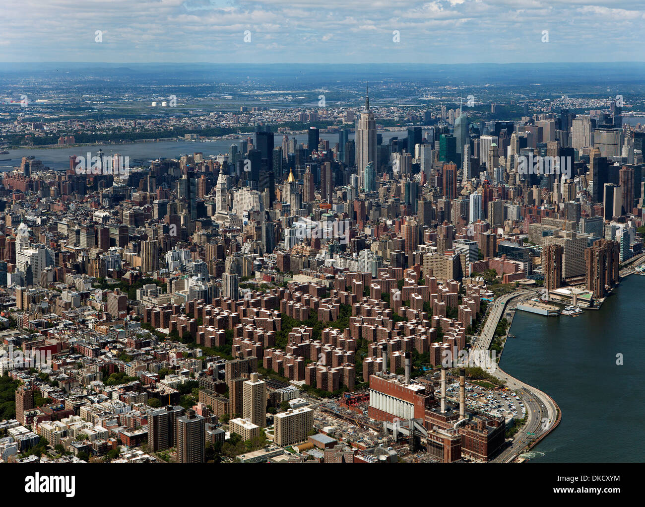 aerial photograph Stuyvesant Town Peter Cooper Village to midtown Manhattan, New York City - Stock Image