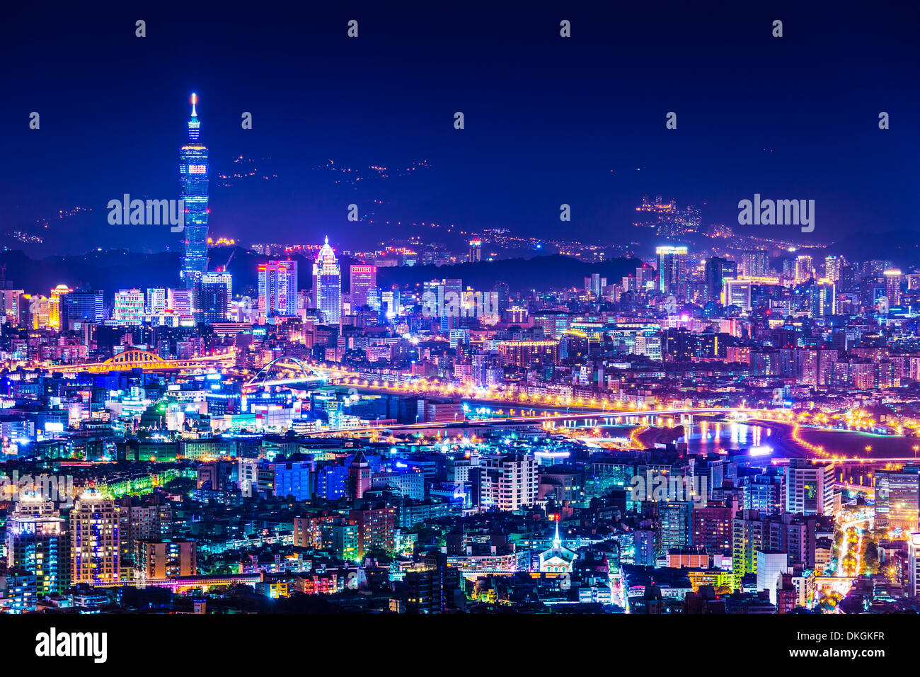 Modern office buildings in Taipei, Taiwan at night - Stock Image