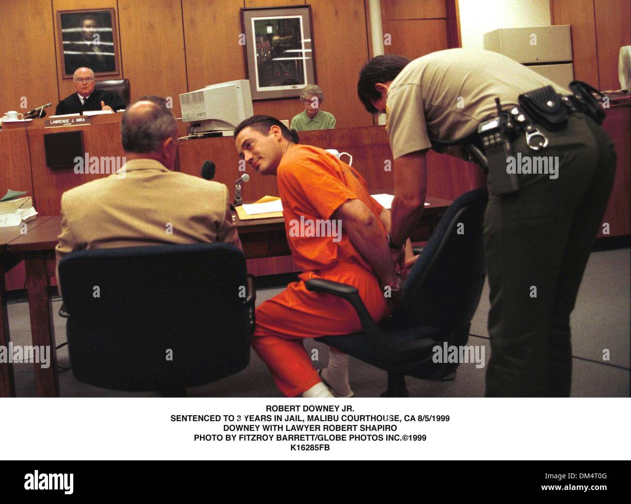 Aug. 5, 1999 - ROBERT DOWNEY JR..SENTENCED TO 3 YEARS IN JAIL. MALIBU COUTHOUSE, CA.  8/5/99. FIZTROY BARRETT/  - Stock Image