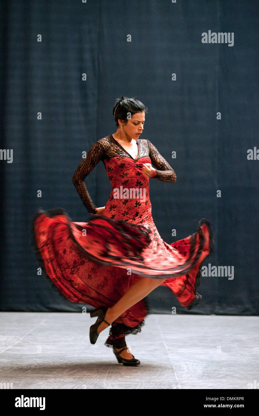 flamenco-dancer-dancing-ballet-espanol-de-cuba-havana-cuba-latin-america-DMKRPR.jpg