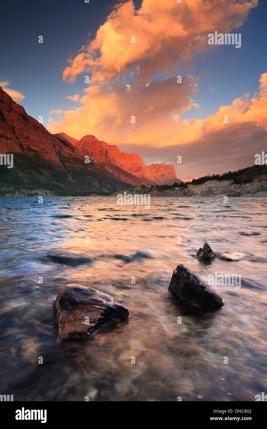 Sunrise over Saint Mary Lake in Glacier National Park in Montana - Stock Image