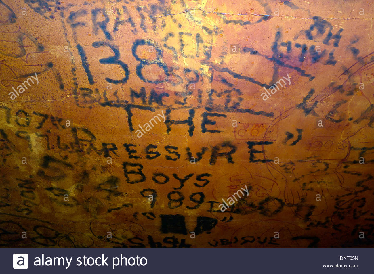 ceiling-of-the-raf-bar-of-the-eagle-public-house-where-raf-usaf-personnel-DNT85N.jpg