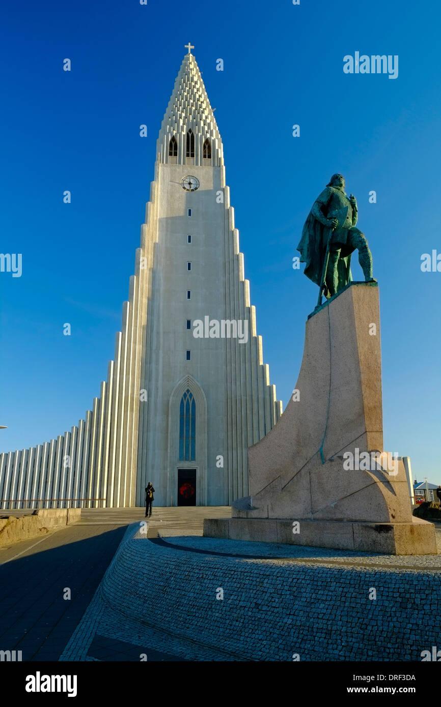 Iceland Reykjavik statue of Leifur Eriksson and Hallgrimskirkja Church - Stock Image
