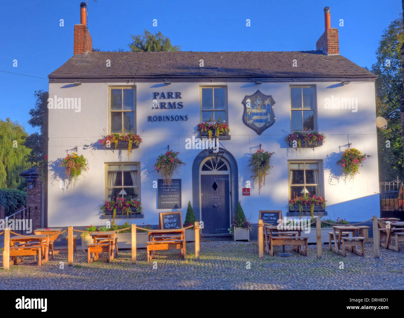 Cheshire,North,West,England,UK,pubs,classic,historic,lovely,pretty,in,summer,blue,sky,CAMRA,Robinson,Robinsons,brewery,Stockport,south,bar,bars,English,real,ale,beer,beers,food,wine,building,buildings,outside,seats,seating,bench,bences,cobbled,area,part,place,village,st,Wilfrids,cask,ales,WA43EP,Gotonysmith WA4 3EP,Warringtonians,Buy Pictures of,Buy Images Of