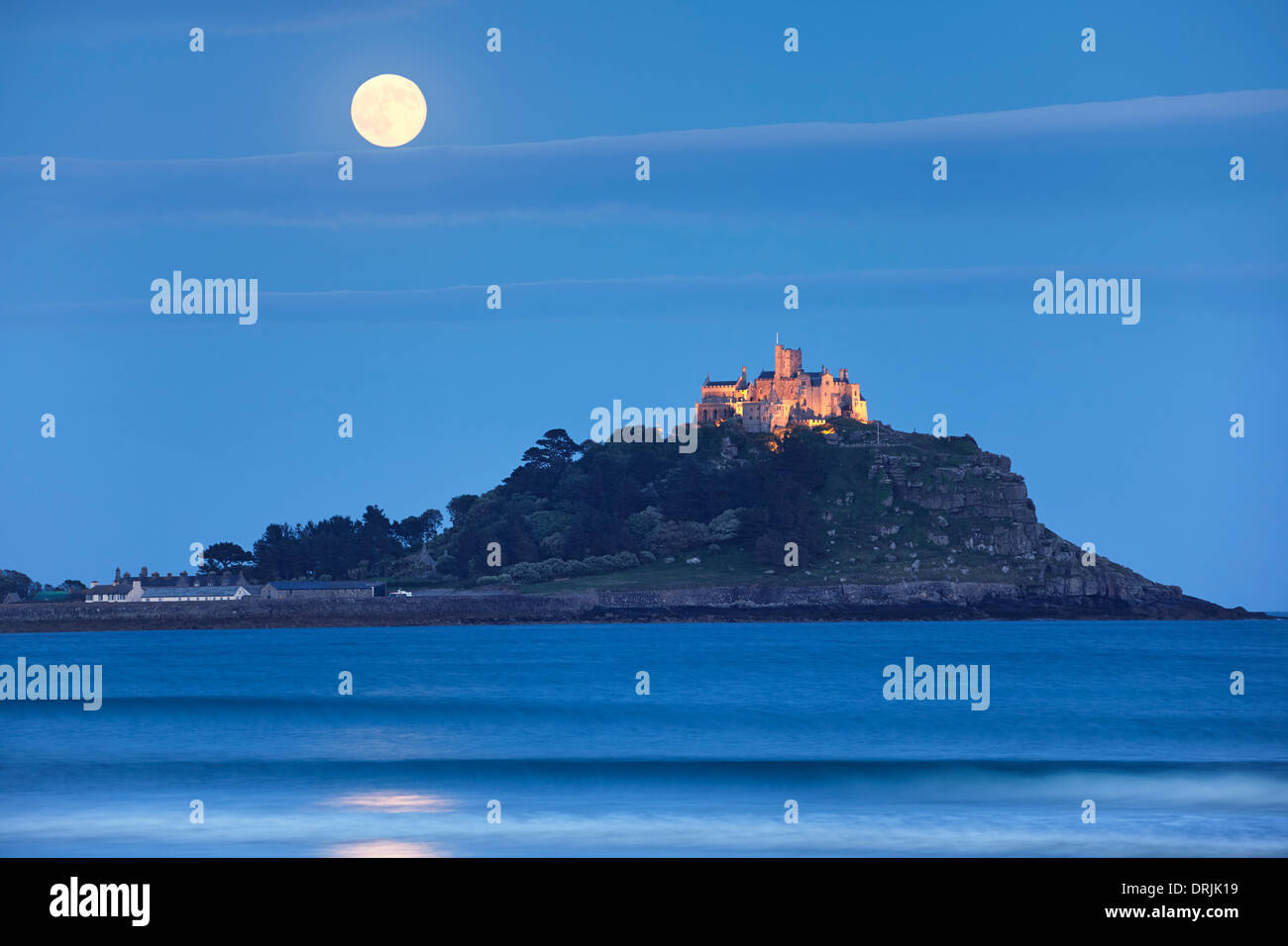 2013 Supermoon rising above St Michael's Mount, Cornwall - Stock Image