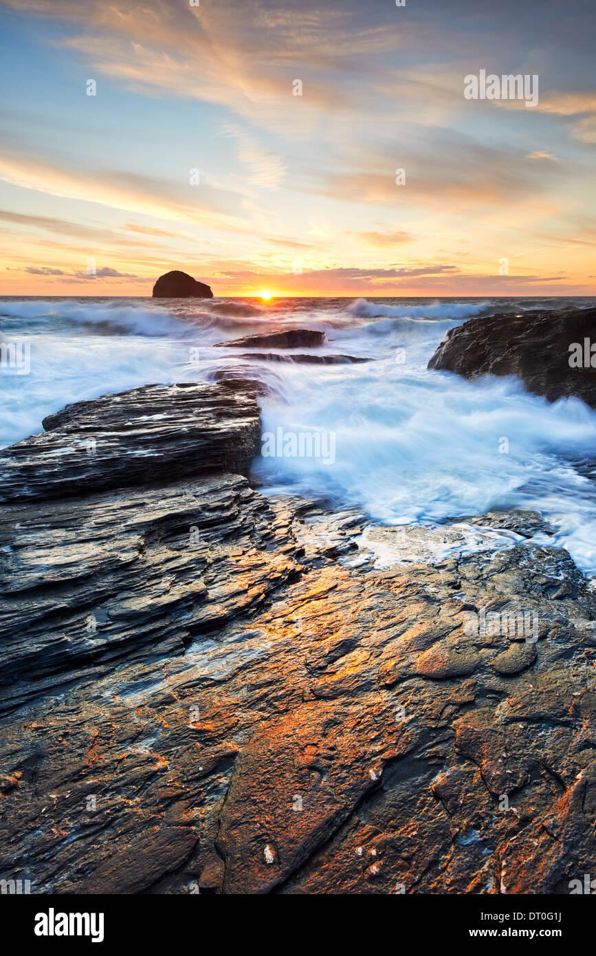 Sunlight reflecting on the rocks at Trebarwith Strand - Stock Image