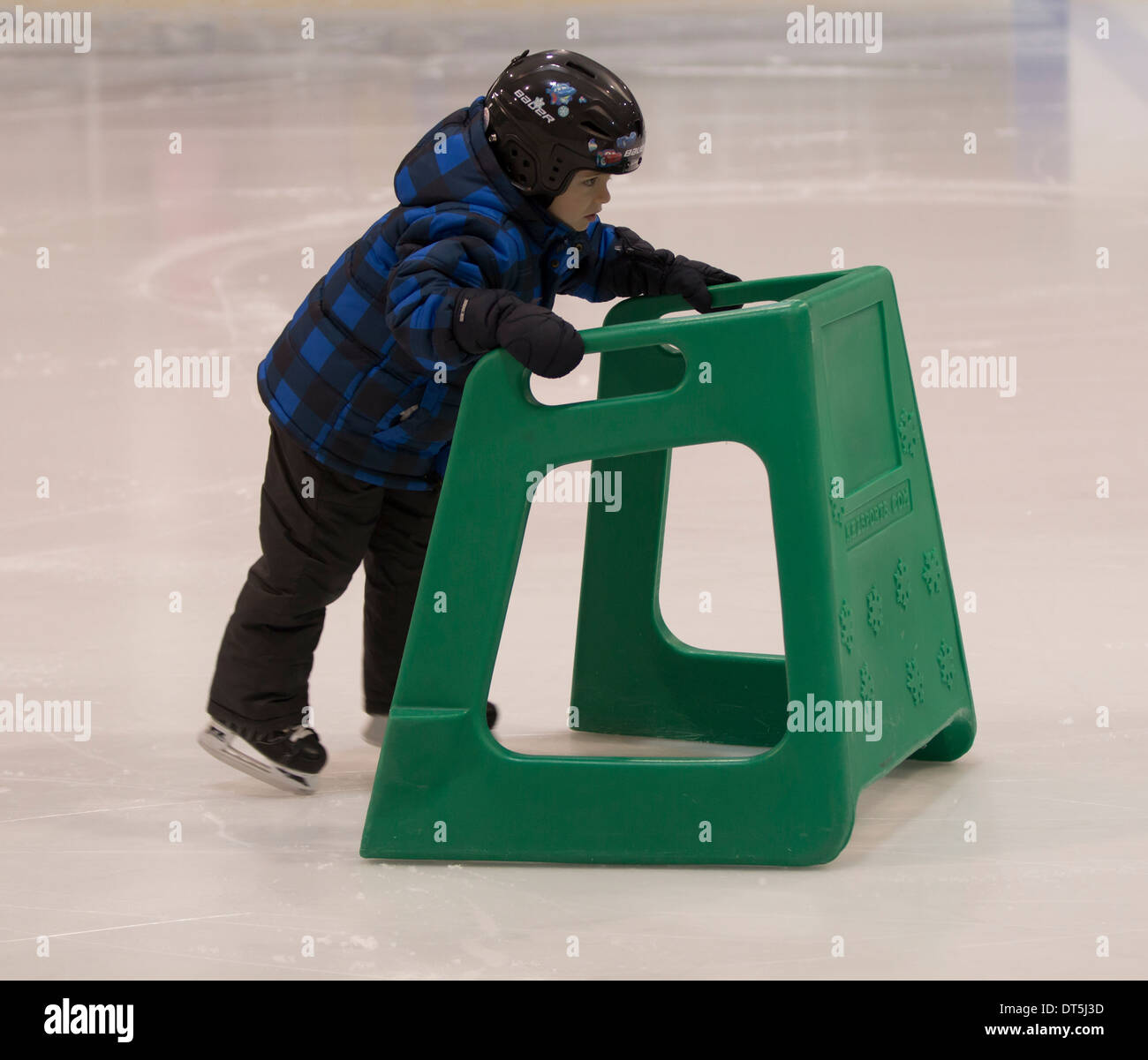 small-boy-learning-to-skate-on-ice-with-assistance-DT5J3D.jpg