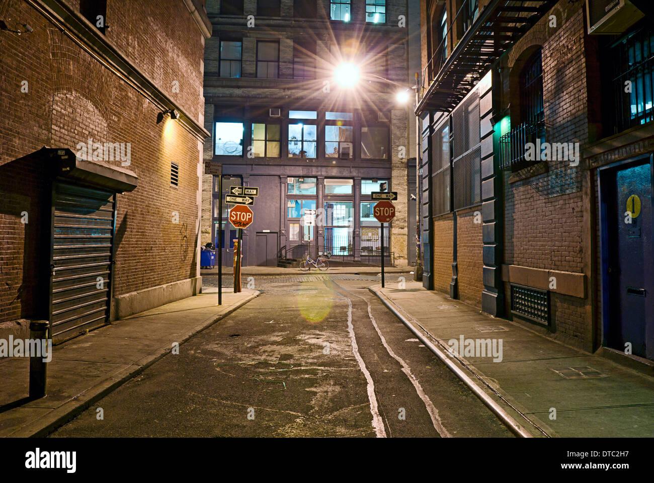 Bezaubernd Urban Industrial Ideen Von Deserted Empty Alleyway In Scene.