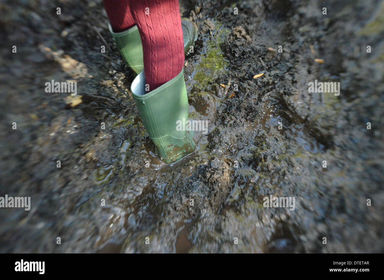 girls-feet-in-green-wellingtons-playing-