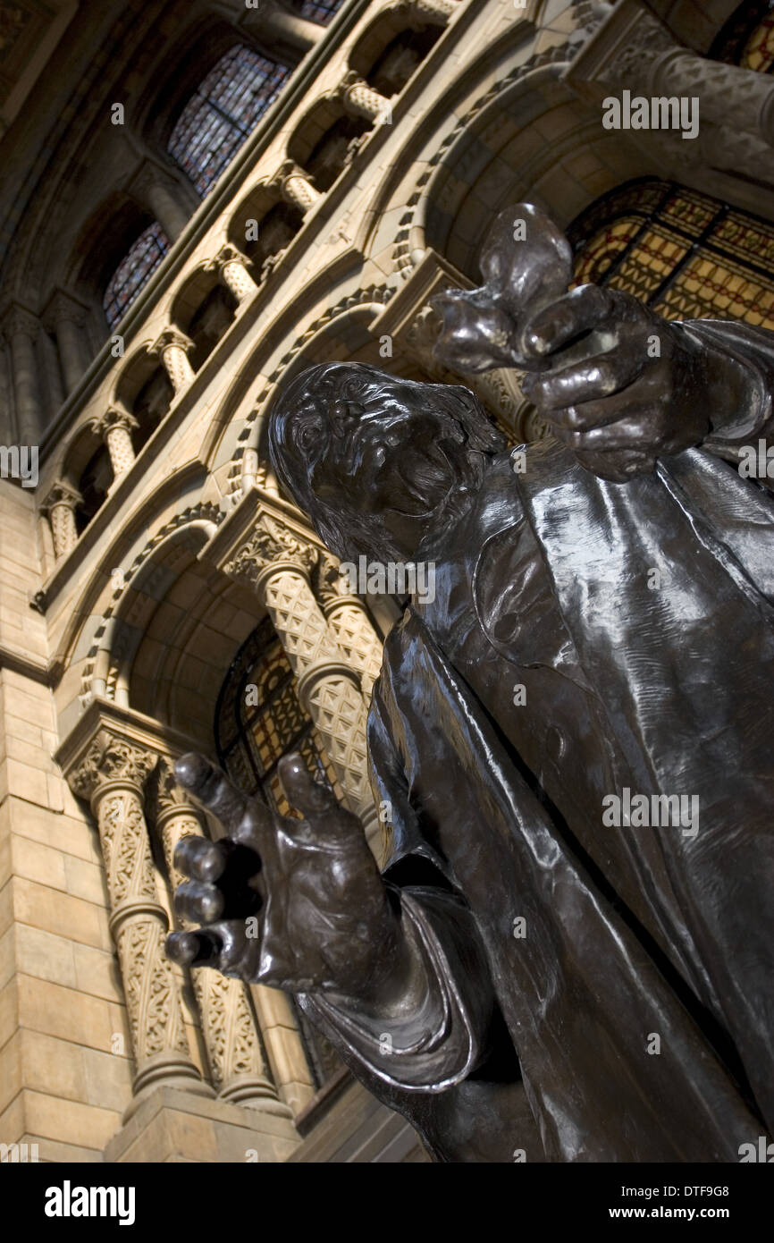 Sculpture of Richard Owen - Stock Image