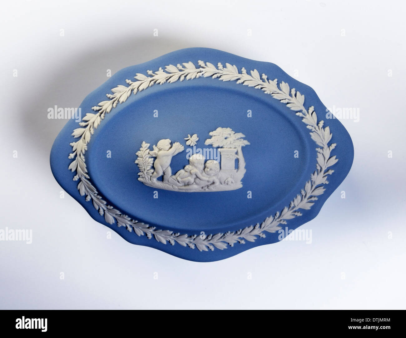 wedgwood-blue-jasperware-trinket-box-DTJMRM.jpg