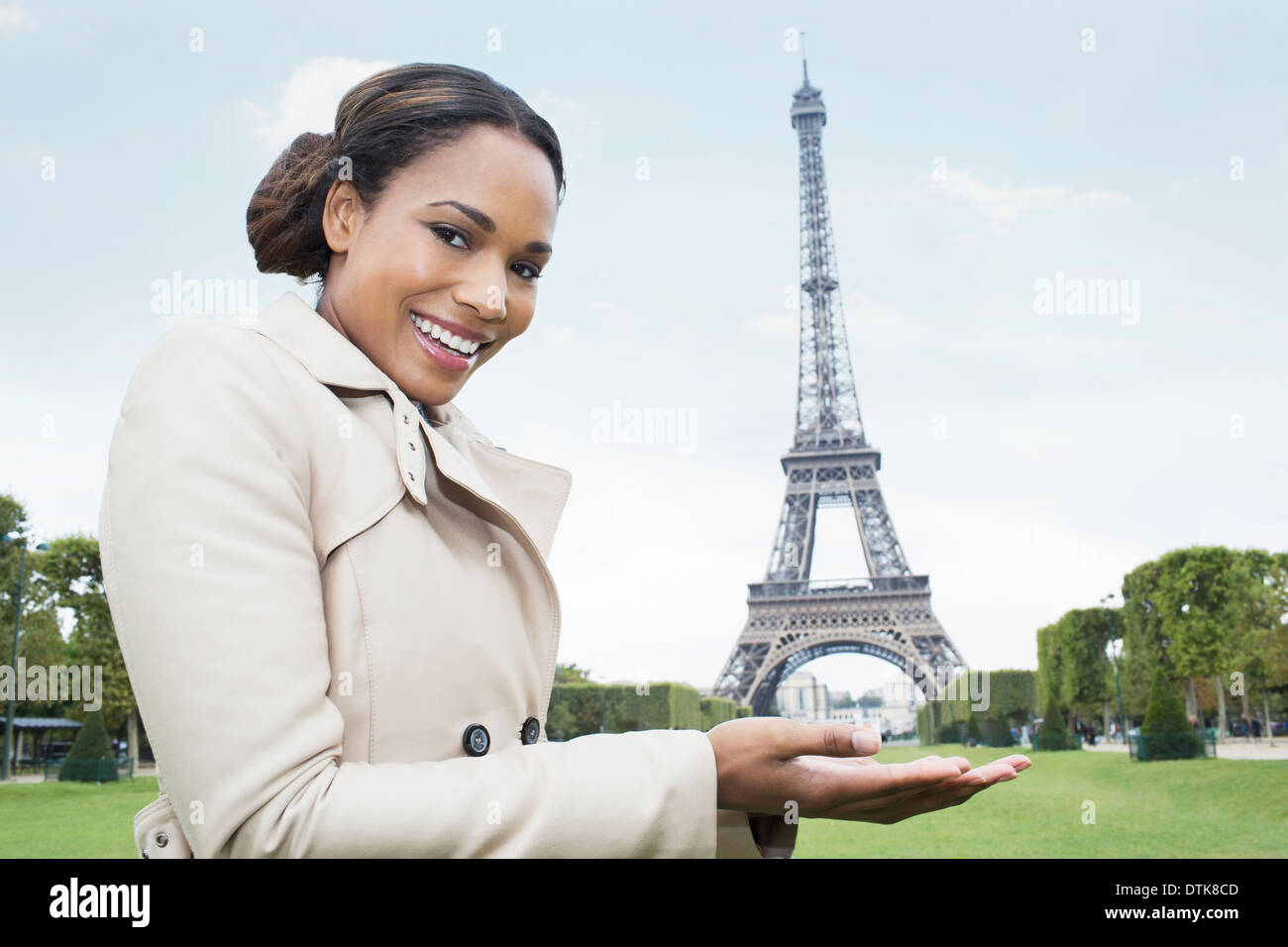 woman-posing-as-if-holding-the-eiffel-tower-in-hands-paris-france-DTK8CD.jpg