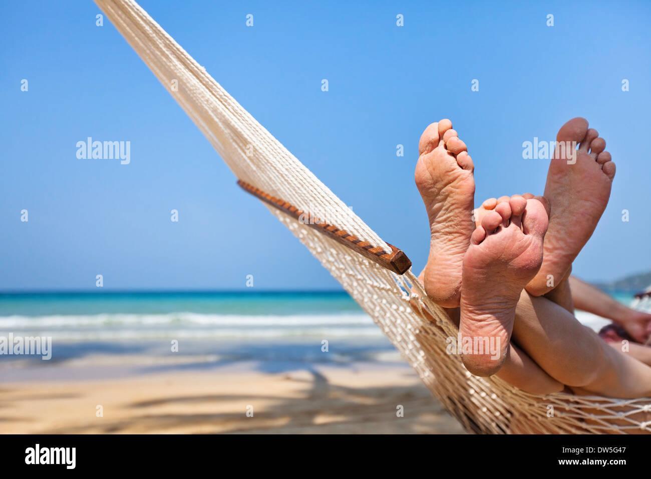 couple in hammock on the beach - Stock Image