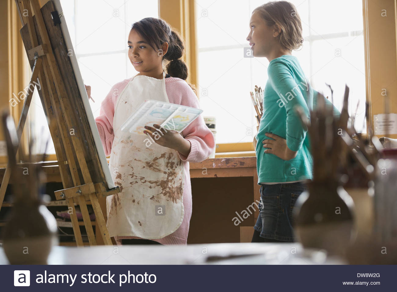 Friends in art class painting - Stock Image