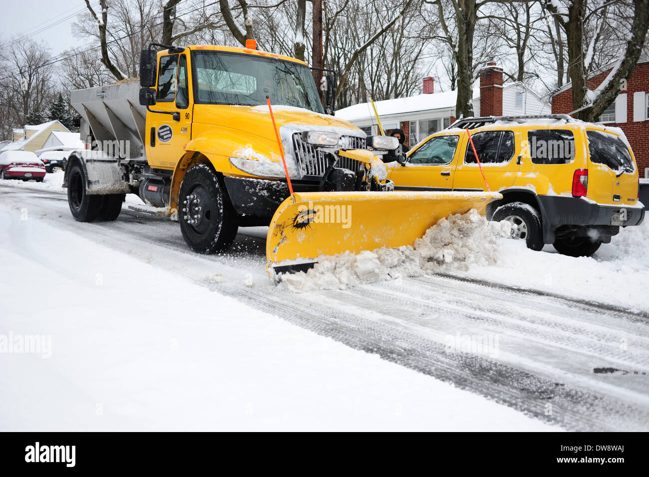 winter-usa-maryland-md-snowplow-coming-d
