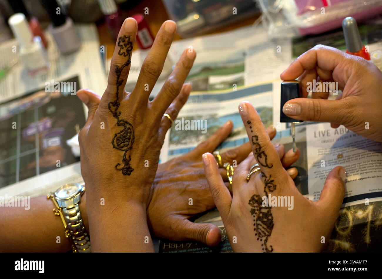 Henna Mehndi Edinburgh : Mehndi stock photos images alamy