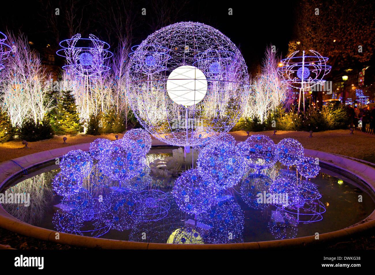Christmas decorations, Avenue des Champs-Elysees, Paris, France ...