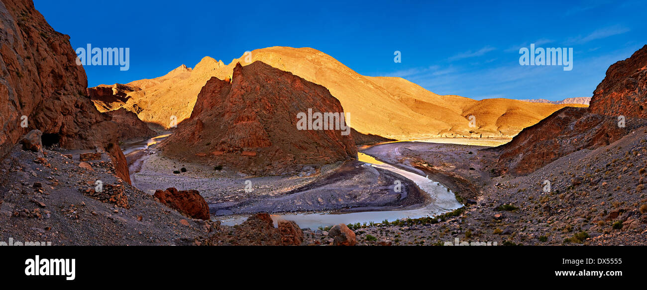 The river Ziz cutting its way through a Gorge in the Atlas Mountains near the Legionaires Tunnel, Morocco - Stock Image