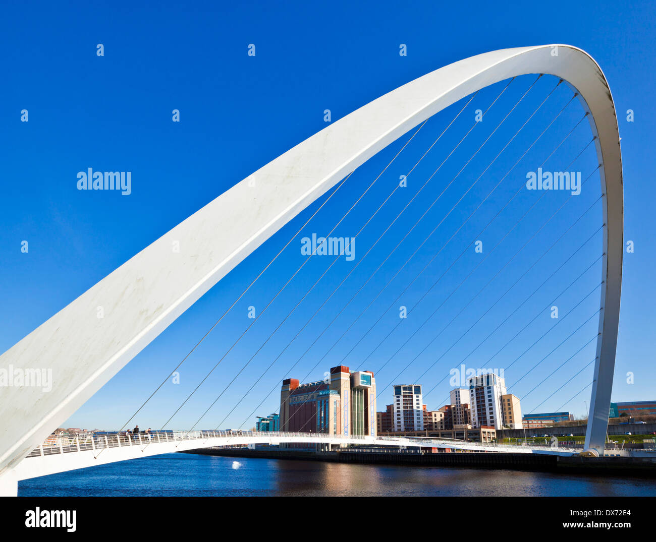 gateshead Millennium bridge over River Tyne Newcastle upon Tyne Tyne and Wear Tyneside England UK GB EU Europe - Stock Image